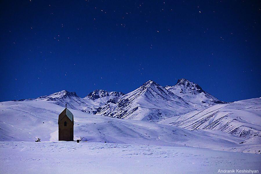 гора Арагац и звезды